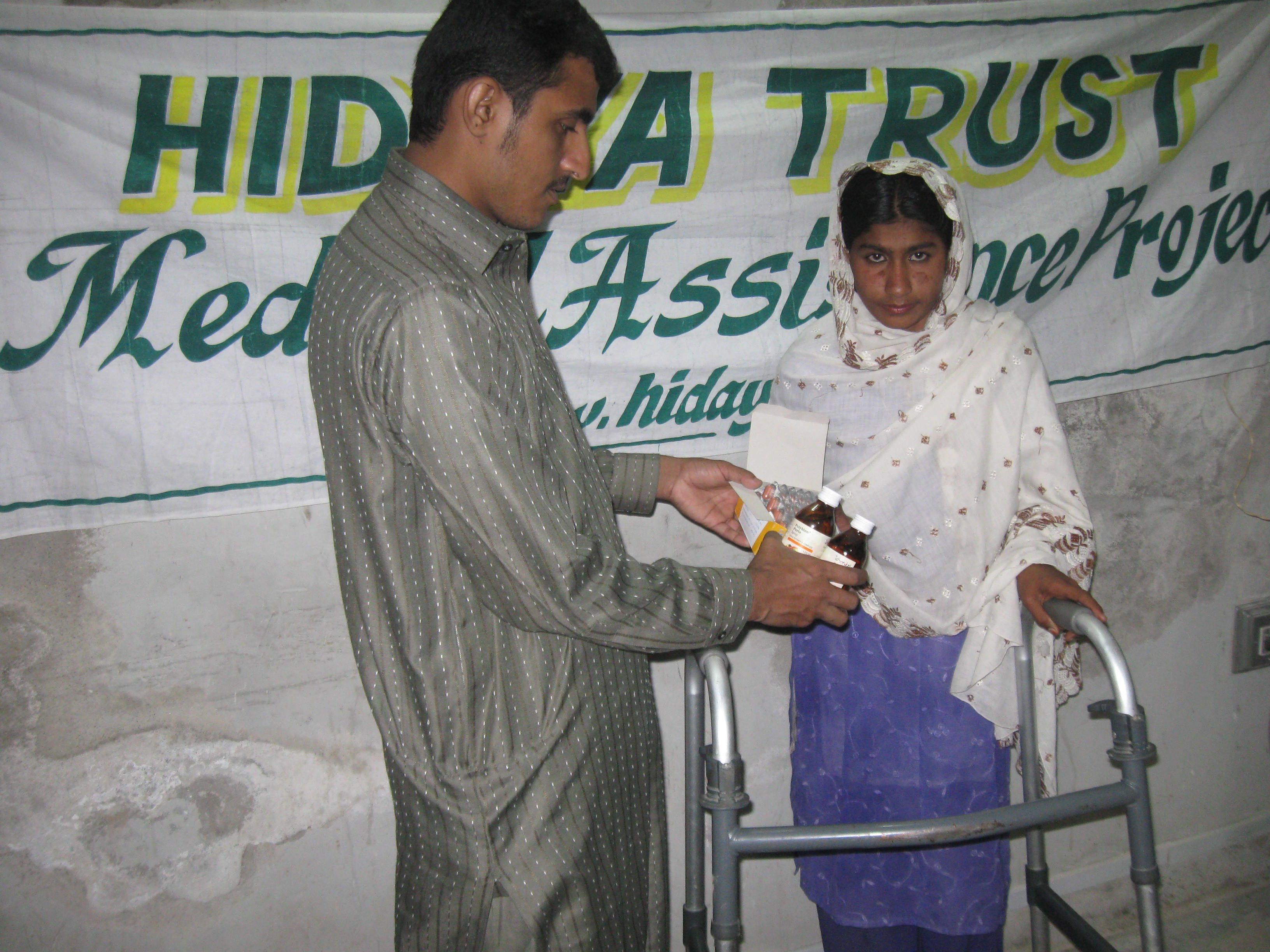 20100517_Sldo_Meda_Aqureshi_Aqureshi_Sind_Shp_Shp_Medicine_Given_To_Patient_1.jpg