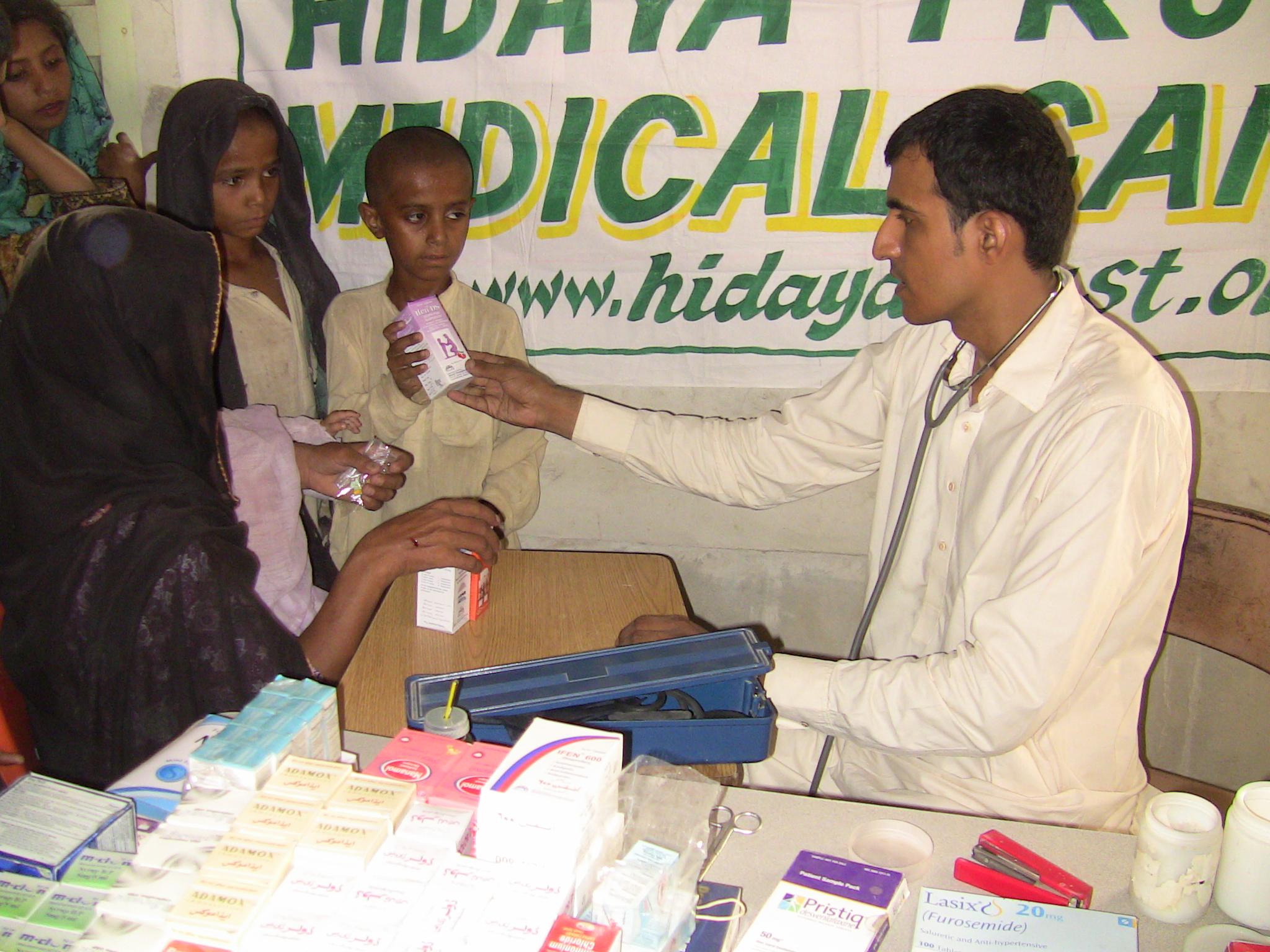 20110716_Sldo_Hcp_Aaqureshi_Bdsanjrani_Sind_Shp_Villrahimabad_Balochform_Medicalcamp_46